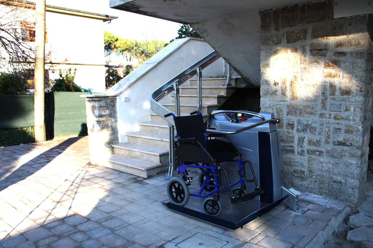 Montascale per disabili e anziani prodotti in italia - Ascensori da esterno prezzi ...